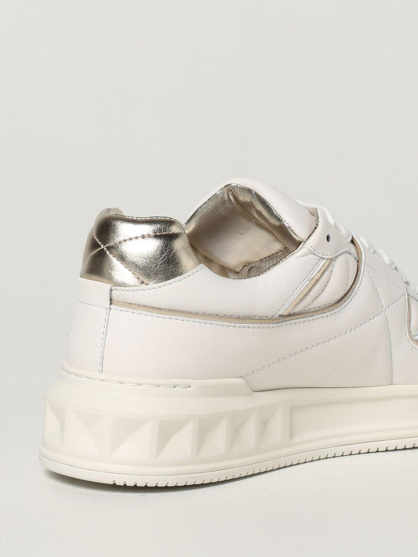 Sneakers Valentino Garavani: Sneaker Valentino Garavani in nappa con borchia bianco 3